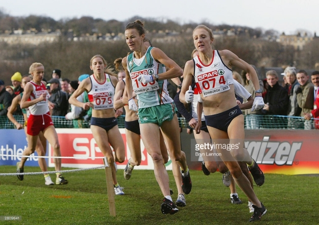 EDINBURGH, SCOTLAND - DECEMBER 14: Paula Radcliffe of Great Britain Sonia O'Sullivan of Ireland in action the10th Spar European Cross Country Championships in Holyrood Park on December 14, 2003 in Edinburgh, Scotland. (Photo by Bryn Lennon/Getty Images) *** Local Caption *** Paula Radcliffe; Sonia O'Sullivan